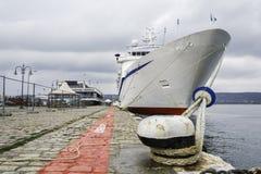 Λίγο κρουαζιερόπλοιο στο λιμάνι της Βάρνας ` s, στοκ φωτογραφία με δικαίωμα ελεύθερης χρήσης