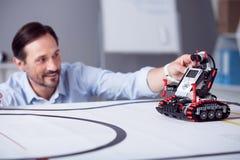 Λίγο κόκκινο ρομπότ είναι έτοιμο στην εκμετάλλευση Στοκ εικόνες με δικαίωμα ελεύθερης χρήσης