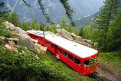 Λίγο κόκκινο τραίνο - γαλλικές Άλπεις Στοκ Εικόνες