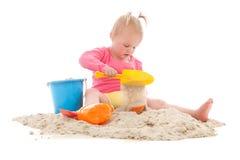 Λίγο μικρό παιδί που παίζει στην άμμο Στοκ Εικόνα