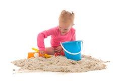 Λίγο μικρό παιδί που παίζει στην άμμο Στοκ Φωτογραφίες