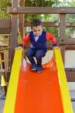 Λίγο μικρό παιδί που παίζει στο πάρκο Στοκ Εικόνες