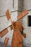 Λίγο ξύλινος μύλος για μια διακόσμηση ενός κήπου Στοκ Φωτογραφίες