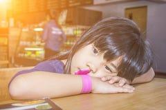 Λίγο παιδί Ασία που τρυπιέται χαριτωμένη Στοκ Εικόνες