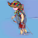 Λίγο παιδί που παίζει στο νερό που κρατά ένα μεγάλο μαργαριτάρι Στοκ Εικόνα