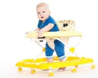 Λίγο παιδί στον περιπατητή μωρών. Στοκ Εικόνες
