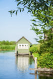 Λίγο σπίτι που μένει στο νερό Στοκ Εικόνα