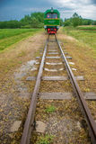 Λίγο τραίνο στη θερινή φύση Στοκ Εικόνες