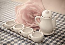 λίγο τσάι συμβαλλόμενων μ& στοκ φωτογραφία με δικαίωμα ελεύθερης χρήσης