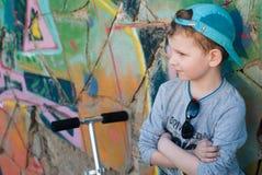 Λίγο χαριτωμένο αγόρι στο καπέλο Στοκ Εικόνα