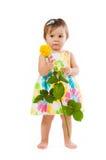 Λίγο χαριτωμένο κορίτσι με όμορφο κίτρινο αυξήθηκε, ρομαντικό δώρο Στοκ φωτογραφία με δικαίωμα ελεύθερης χρήσης