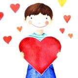 Λίγο χαριτωμένο χαμογελώντας αγόρι που κρατά μια μεγάλη κόκκινη καρδιά στα χέρια του φιλανθρωπία Απομονωμένο σχέδιο watercolor Στοκ φωτογραφία με δικαίωμα ελεύθερης χρήσης