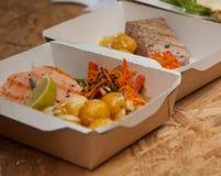 Λίγο ψάρι τσιμπά στα κουτιά από χαρτόνι Στοκ εικόνα με δικαίωμα ελεύθερης χρήσης