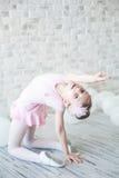 Λίγο ballerina σε ένα στούντιο Στοκ φωτογραφία με δικαίωμα ελεύθερης χρήσης