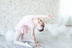 Λίγο ballerina σε ένα στούντιο Στοκ Εικόνα
