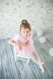 Λίγο ballerina σε ένα στούντιο Στοκ Εικόνες
