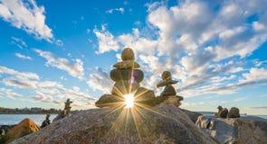 Λίγο Inukshuk με την ηλιοφάνεια στοκ εικόνες