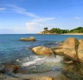 Λίθοι στην ακτή του νησιού Bintan, Ινδονησία Στοκ Εικόνες
