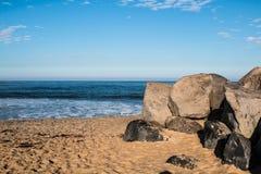 Λίθοι στην παραλία στην αυτοκρατορική παραλία, Καλιφόρνια Στοκ εικόνες με δικαίωμα ελεύθερης χρήσης