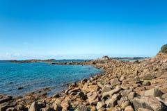 Λίθος και απότομοι βράχοι κοντά σε Trebeurden (Γαλλία) Στοκ εικόνες με δικαίωμα ελεύθερης χρήσης