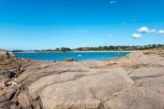 Λίθος και απότομοι βράχοι κοντά σε Trebeurden (Γαλλία) Στοκ φωτογραφία με δικαίωμα ελεύθερης χρήσης