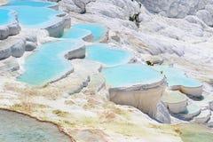 Λίμνες και πεζούλια τραβερτινών σε Pamukkale, Τουρκία Στοκ Φωτογραφίες