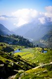 Λίμνες και πρασινάδα στο βουνό στοκ φωτογραφία