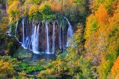 Λίμνες Plitvice με τα όμορφα χρώματα και τις θαυμάσιες απόψεις του θορίου Στοκ φωτογραφία με δικαίωμα ελεύθερης χρήσης