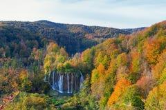 Λίμνες Plitvice με τα όμορφα χρώματα και τις θαυμάσιες απόψεις του θορίου Στοκ φωτογραφίες με δικαίωμα ελεύθερης χρήσης