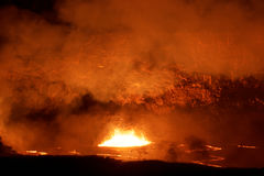 Λίμνη λάβας κρατήρων στο ενεργό ηφαίστειο Kilauea στο μεγάλο νησί, Χαβάη Στοκ εικόνα με δικαίωμα ελεύθερης χρήσης