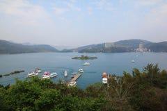 Λίμνη ήλιων και φεγγαριών στοκ εικόνες με δικαίωμα ελεύθερης χρήσης