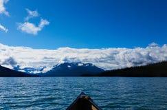 Λίμνη από το κανό στοκ εικόνα