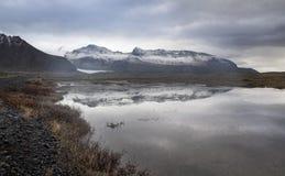 Λίμνη, βουνό χιονιού, επαρχία στην Ισλανδία Στοκ εικόνα με δικαίωμα ελεύθερης χρήσης