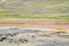 Λίμνη βουνών με το πορτοκαλί νερό χρώματος μετάλλων Στοκ φωτογραφία με δικαίωμα ελεύθερης χρήσης