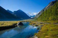 Λίμνη βουνών, Ρωσία, Δημοκρατία Altai Στοκ Εικόνα
