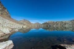 Λίμνη βουνών σε Dorf Tirol Στοκ εικόνα με δικαίωμα ελεύθερης χρήσης