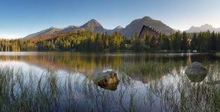 Λίμνη βουνών στη Σλοβακία - Strbske Pleso Στοκ φωτογραφίες με δικαίωμα ελεύθερης χρήσης