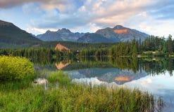 Λίμνη βουνών στη Σλοβακία Tatra - Strbske Pleso Στοκ Εικόνες