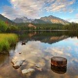 Λίμνη βουνών στη Σλοβακία Tatra - Strbske Pleso Στοκ φωτογραφία με δικαίωμα ελεύθερης χρήσης