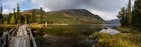 Λίμνη βουνών στο ανατολικό Καζακστάν Στοκ Φωτογραφία