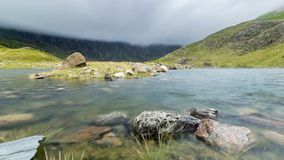 Λίμνη βουνών στο χρονικό σφάλμα Snowdonia απόθεμα βίντεο