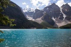 Λίμνη βουνών του Lake Louise σε Banff στοκ εικόνα