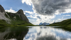 Λίμνη βουνών τόσο ομαλή όσο το γυαλί στοκ εικόνες με δικαίωμα ελεύθερης χρήσης