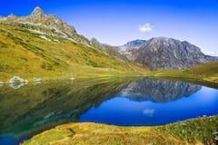 Λίμνη βουνών ως καθρέφτη Στοκ Εικόνα