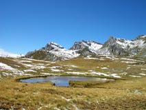Λίμνη βουνών στοκ εικόνα με δικαίωμα ελεύθερης χρήσης