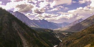 Λίμνη βουνών Altai βουνών Στοκ φωτογραφίες με δικαίωμα ελεύθερης χρήσης