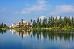 Λίμνη βουνών Pleso Strbske, εθνικό πάρκο υψηλό Tatra (Vysoke Tatry), Σλοβακία Στοκ Φωτογραφίες