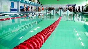 Λίμνη για τους κολυμβητές Αθλητισμός και δύναμη Ανταγωνισμοί νερού απόθεμα βίντεο