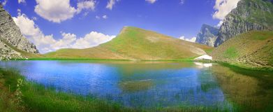 Λίμνη δράκων σε ένα ύψος 2000 μέτρων στοκ εικόνα