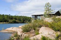 λίμνη εξοχικών σπιτιών Στοκ εικόνα με δικαίωμα ελεύθερης χρήσης